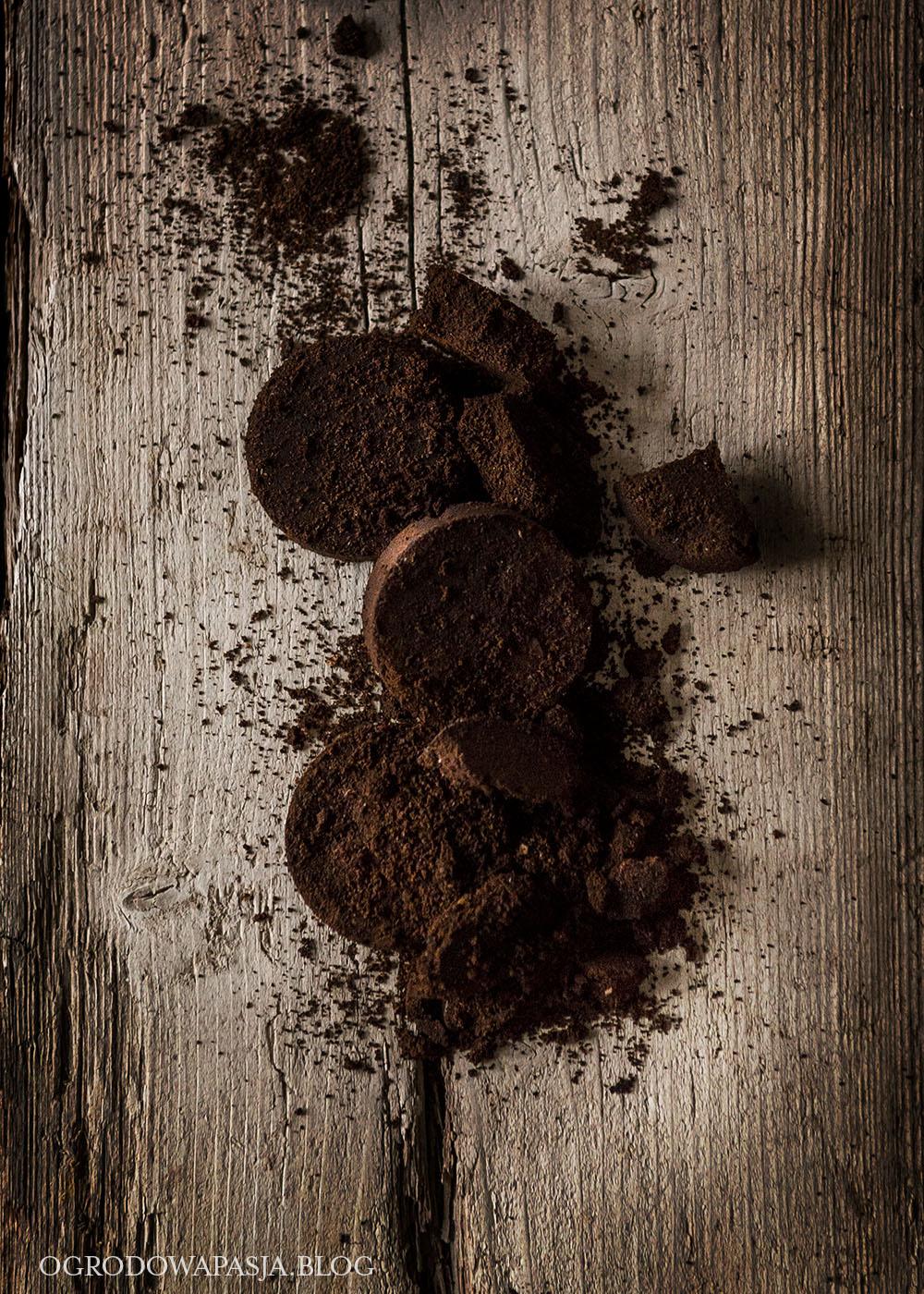 fusy kawowe w ogrodzie